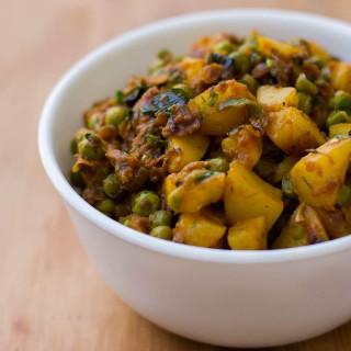 Chettinad Style Urulai Pattani Roast - Potato Peas Curry #sidedish #recipe #potato #peas