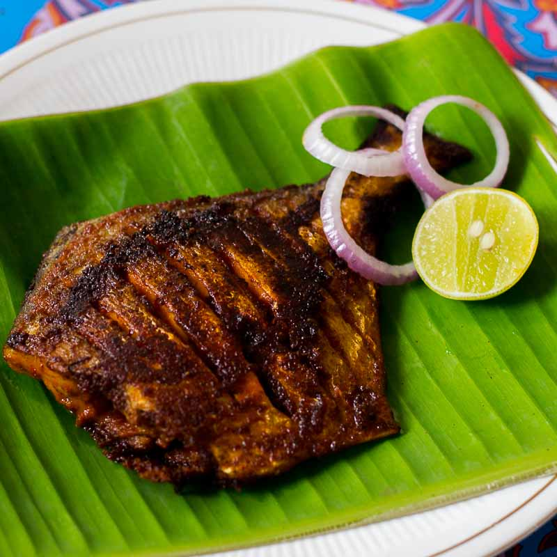 Pomfret fish fry vavval meen varuval recipe spicy meen for Fish fry recipe indian