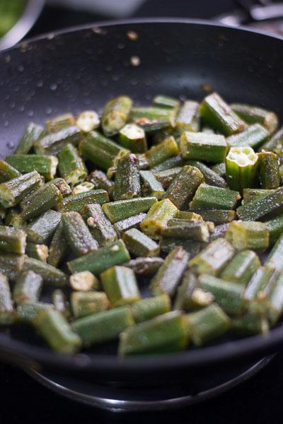 Aloo-bhindi-masala-recipe-potatoes-okra-curry-cooked-okra