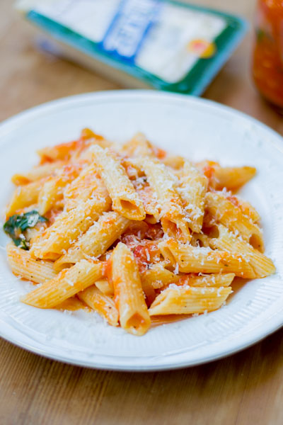 Basic-tomato-sauce-for-pasta-recipe-plated