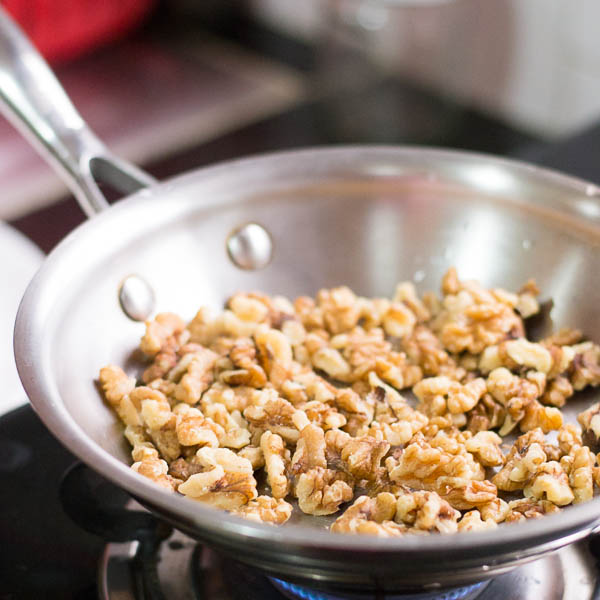 How-to-toast-nuts-in-the-oven-and-the-stove  kannammacooks.com #walnut #toast #roast #essential #oils #crisp #nuts #nutty