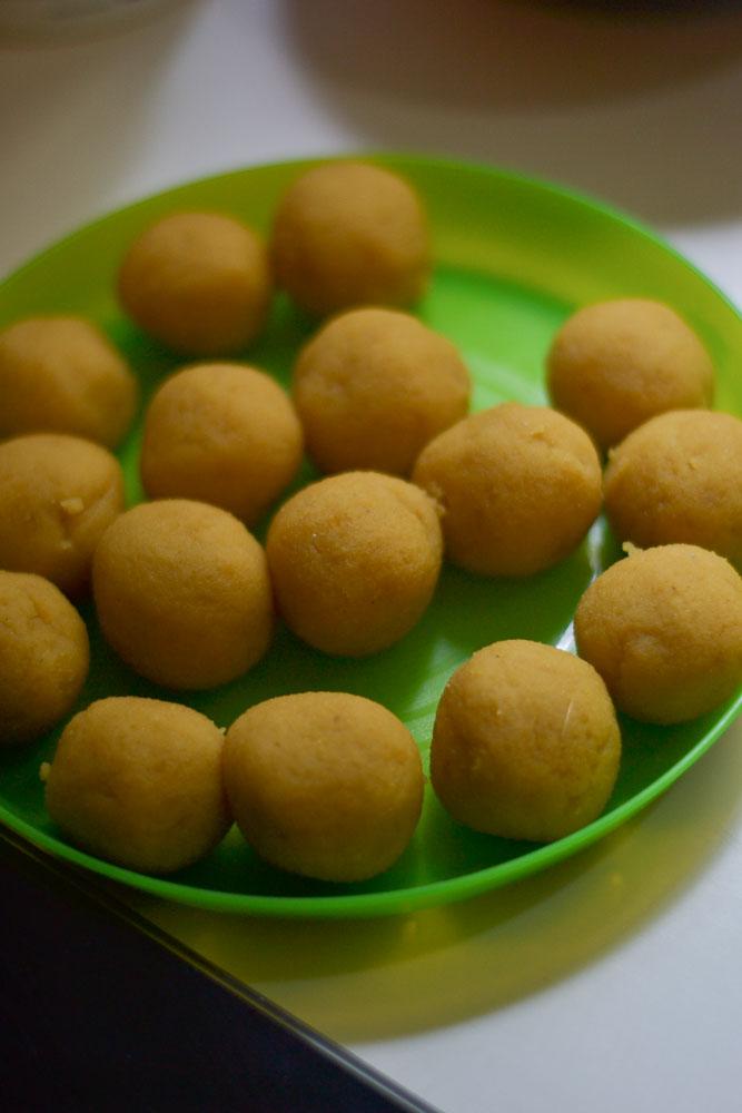 Obbattu-Bobbatlu-Recipe-balls