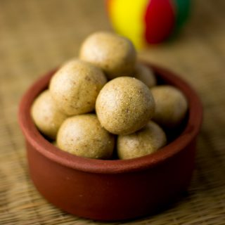 thinai-maavu-laddu-foxtail-millet-laddu-recipe-4